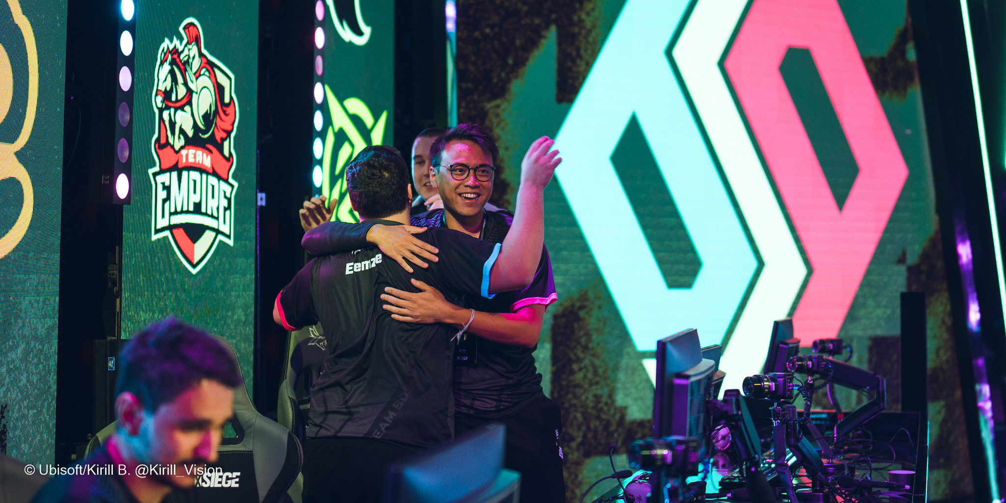 EUL Day 4 Roundup: BDS crushes Team Empire, Virtus.pro gets crucial win